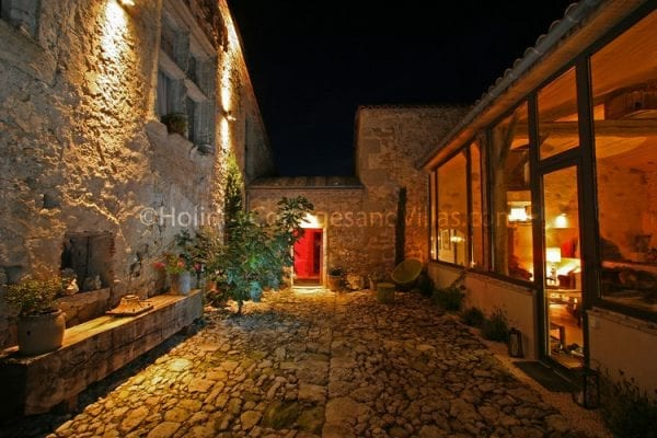 The ancient courtyard at Maison Fontaine