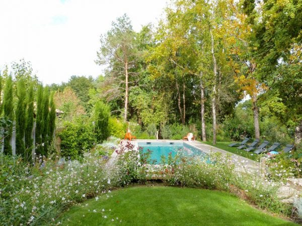60 Gardens And Pool