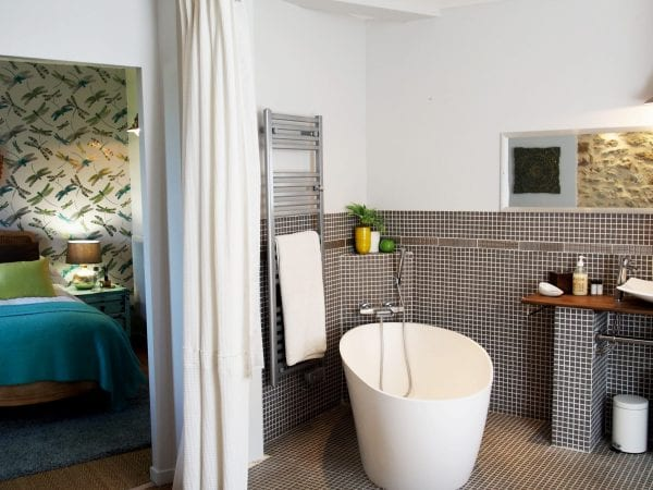 Garden suite, a deluxe double or twin room, en suite bathroom and a small lounge area