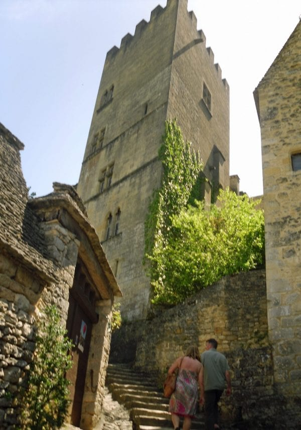 Historical towns and villages to explore throughout the Aquitaine region