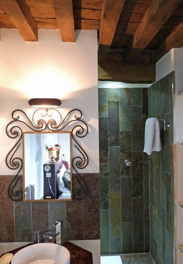 Master bedroom 1 Walk in shower