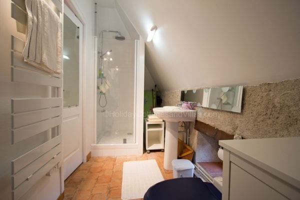 Le Four En suite shower room and wc
