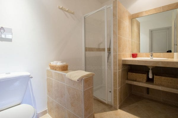 Orangery shared shower room with bedrooms 1 and 2