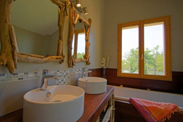 Upper floor bathroom