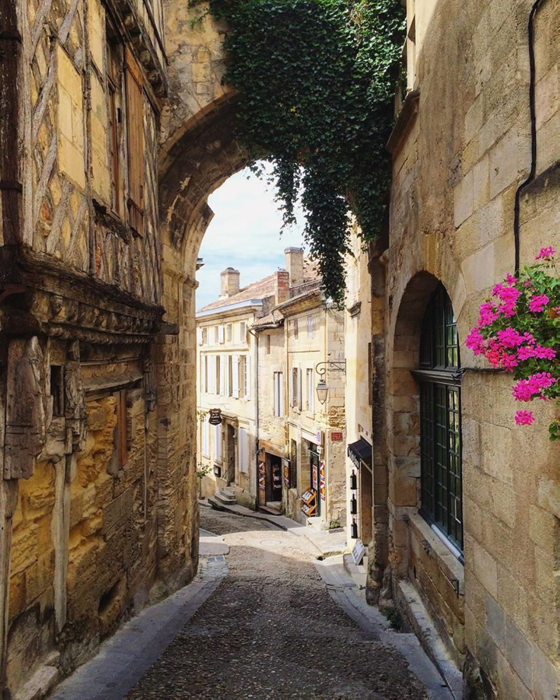 Discover medieval streets in Saint Emilion