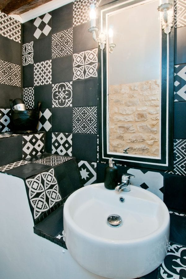 The Black and White room en-suite