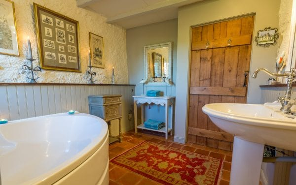 Bedroom 2 bathroom with wc