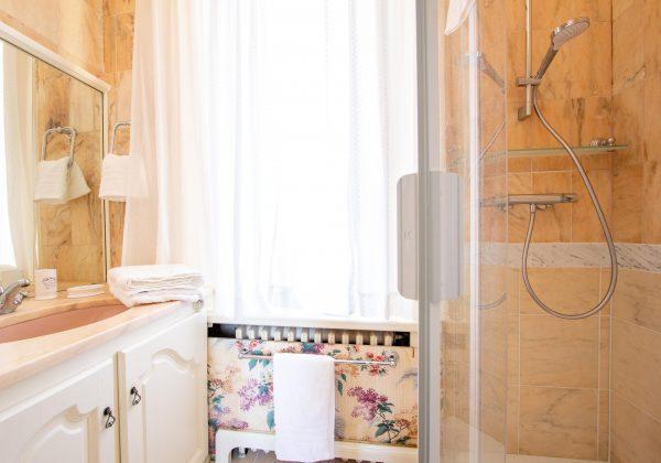 Bedroom 3 en suite shower room