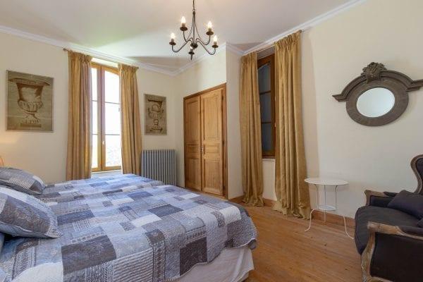 Bedroom 3 twin aspect windows