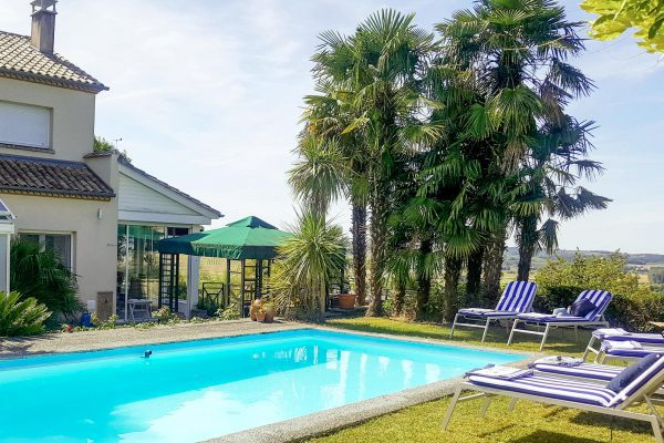 Duras holiday home with private pool to rent in Duras