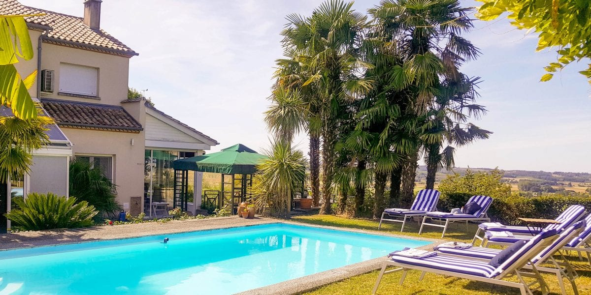 Villa Belvedere is a Duras holiday home with private pool to rent in Duras