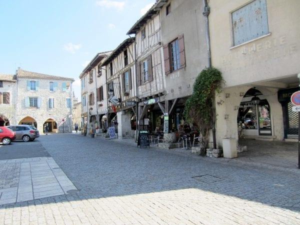 Eymet square, weekly market