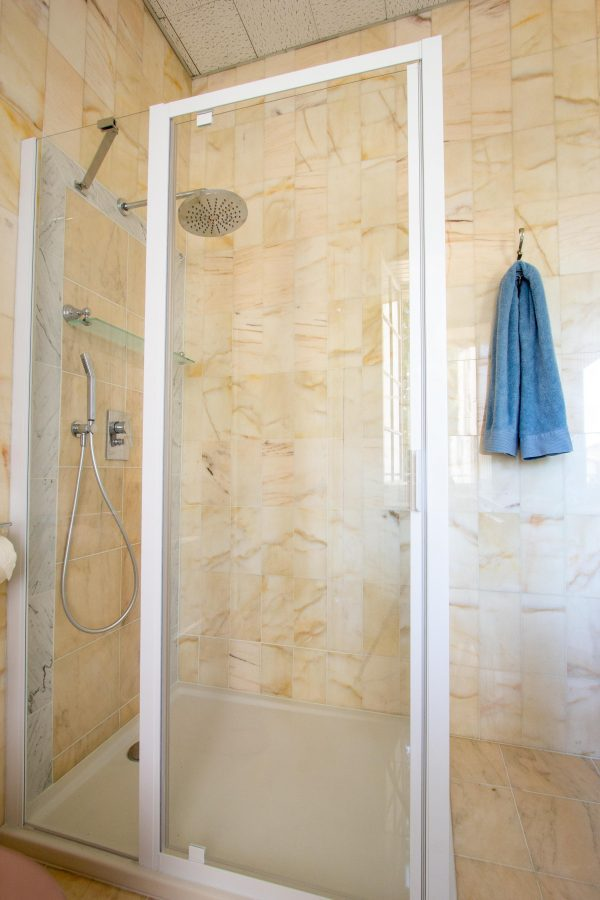 Family shower room with wc