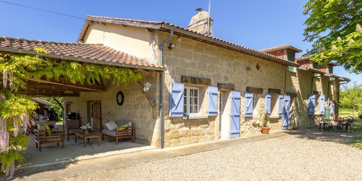 Holiday villa in France with a pool, near Bordeaux, Bergerac and the Dordogne south west France