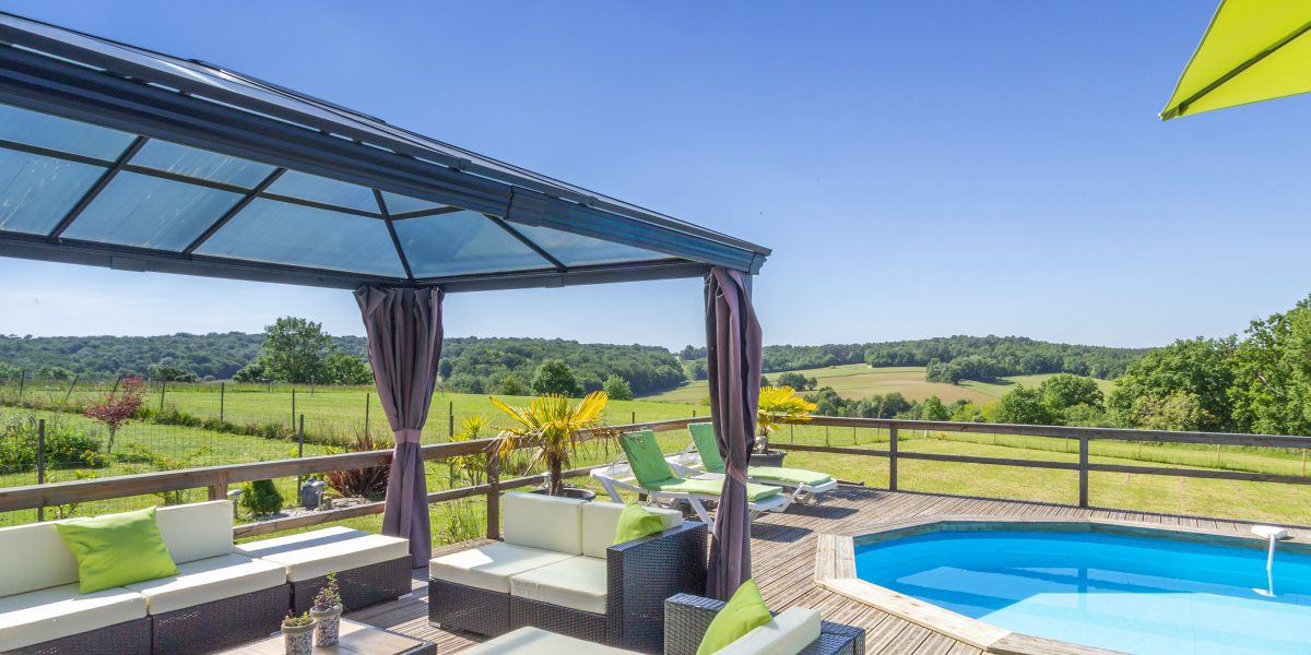 Lamounau Grange holiday gite in France. Villa barn conversion with private pool near Duras and Monsegur south west France.