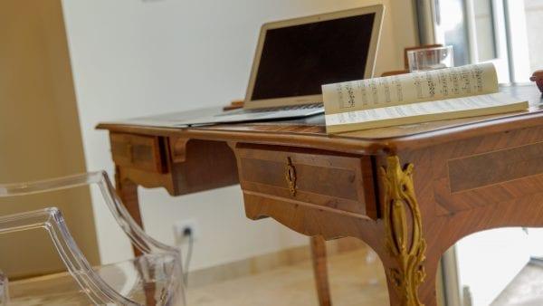 Living room additional desk
