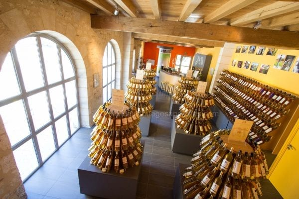 Local producers personally offer wine tastings in the Monbazillac wine and tourism shop