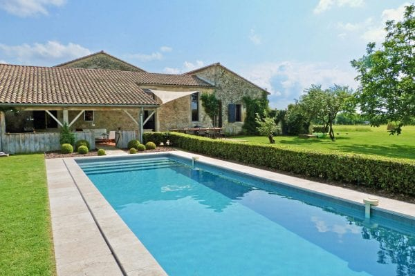 Maison Fontaine luxury villa accommodation in France. Private secure heated swimming pool, fenced & gated. Suitable for up to 6 adults & 4 children. Wheelchair friendly