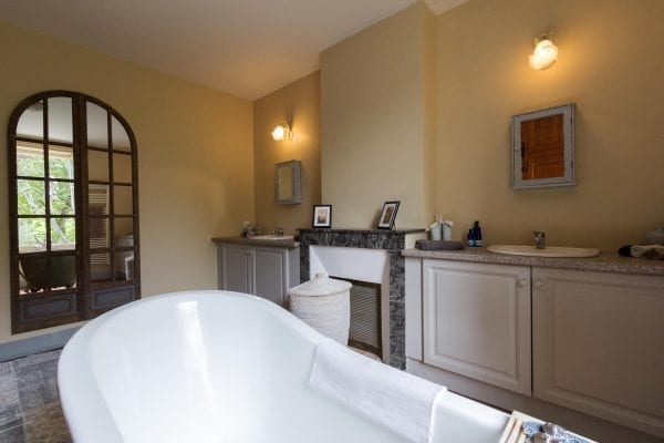 Master suite feature bath