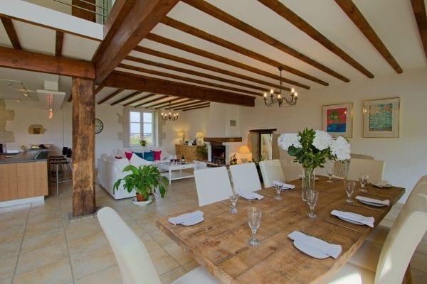 Open plan dining area, additional table & chairs available in the annexe