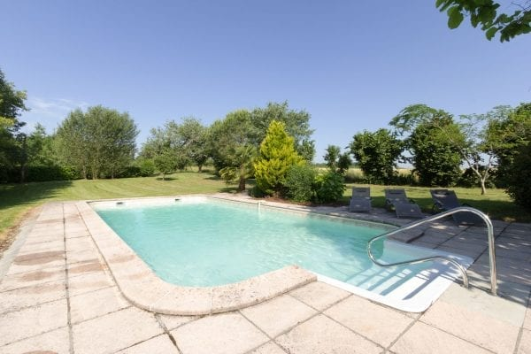 Private heated 10m x 5m swimming pool