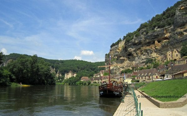 Take a boat trip on the Dordogne