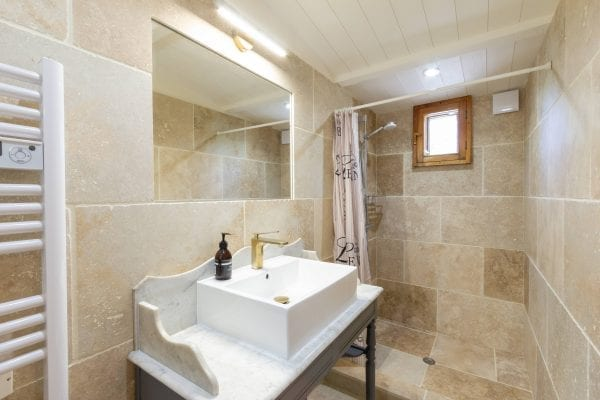 The Garden room shower, wash basin and wc