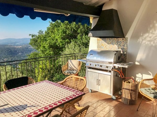 The bbq and dining table with the stunning views