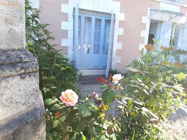 Tulipiers front terrace