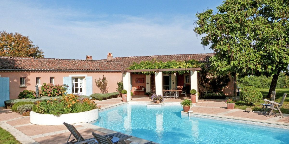 Villa Alouette, a beautiful French villa to rent with a stunning feature heated pool, near Duras, Monsegur and the Dordogne in France