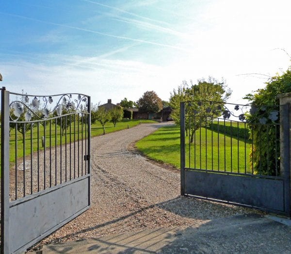 Villa Alouette gated driveway