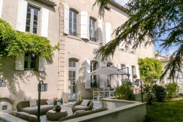Villa Pin Napoleon, holiday villa with pool, walk to restaurants. Monsegur SW France